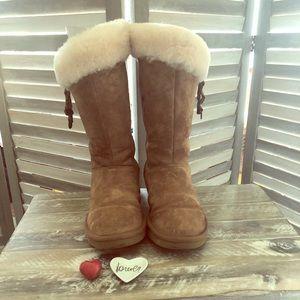 🧡💙UGG Plumdale Charm Boots 🧡💙 Size 7 Women